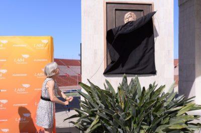 LA84 Foundation Plaque Dedication to Joan Benoit-Samuelson and Anita DeFrantz